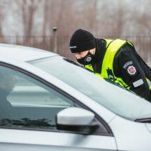 """Kauno centre įkliuvo neblaivus vairuotojas: patikrinus """"Toyota Prius"""" rasta narkotikų"""