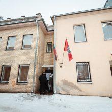 Kaune moteris ir vyras grasino padegti seniūnijos pastatą, bet galiausiai pasidegė patys