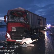 """Tragiška avarija kelyje """"Via Baltica"""": žuvo kaktomuša susidūrusių vilkikų vairuotojai"""