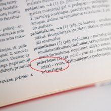 """Šaršalas dėl žodžio """"pederastas"""": kodėl lietuvių kalbos komisija staiga pakeitė nuomonę?"""