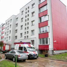 Per gaisrą Kauno daugiabutyje nukentėjo moteris: dar viena pamokanti nelaimė?
