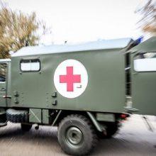 Per karines pratybas Pabradėje apvirto automobilis, sužaloti du kariai