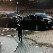 Vyro rankinę su tūkstančiais eurų nugvelbė akimirksniu – už informaciją žada atlygį