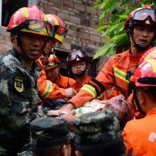 Kinijoje žemės drebėjimas pareikalavo aukų, per 120 žmonių sužeista