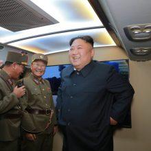 Kim Jong Unas: naujausi raketų paleidimai – perspėjimas Vašingtonui ir Seului