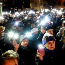 Lenkijoje tūkstančiai žmonių išėjo į gatves palaikyti nušalinto teisėjo