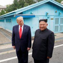D. Trumpas patvirtino turįs informacijos apie Kim Jong Uno sveikatą