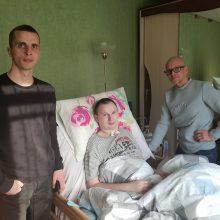 Po tragedijos: viltį valdyti kūną jaunas vyras atiduoda į geradarių rankas