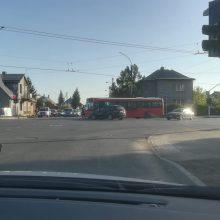 Vilijampolėje – autobuso ir BMW avarija: sužaloti trys keleiviai