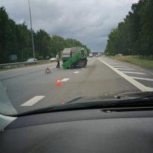 Prašo atsiliepti mačiusius masinę avariją netoli Kauno