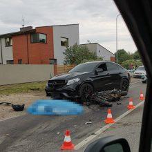 Kraupi avarija kelyje link Lapių: motociklininkas žuvo vietoje