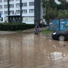 Po gausesnio lietaus – vėl patvinusios Kauno gatvės