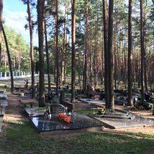 Petrašiūnų kapinėse besilankantys kauniečiai: čia labai trūksta šiukšlių konteinerių!