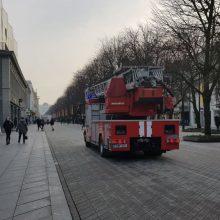 Laisvės alėjoje – nekasdienis vaizdas: sulėkė gausios ugniagesių pajėgos