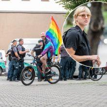 Su močiute į piketą dėl LGBT eisenos atėjusi R. Meilutytė: kiekvienas žmogus yra vienodai svarbus