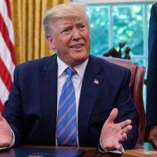 """D. Trumpas: urano atsargų limitą viršijęs Iranas """"žaidžia su ugnimi"""""""