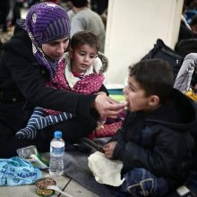 Tyrimas: užsieniečių registracijos centro darbuotojai vaikus laiko už grotų