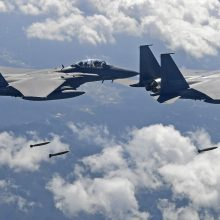 Pietų Korėja paleido įspėjamųjų šūvių į jos oro erdvę pažeidusį Rusijos karinį lėktuvą