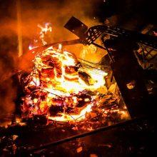 Įtariama, kad sodo namelis Kauno rajone buvo padegtas