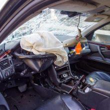 """Po neapdairaus manevro jauna """"Audi"""" vairuotoja atsitrenkė į nežymėtą policijos mašiną"""