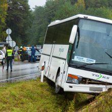 Kačerginėje – autobuso ir dviejų lengvųjų automobilių avarija: viena vairuotoja girta