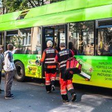 Kauno troleibuse susižalojo 89-erių keleivė
