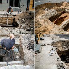 Vilniaus gatvės rekonstrukcija pažėrė pirmuosius lobius: rastos XVII a. monetos