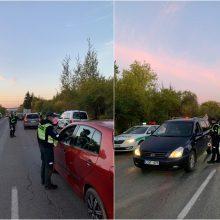 Kauno policijos reidai: beveik 200 km/val. greičiu lėkęs BMW ir girtos vairuotojos sukelta avarija