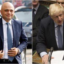 """""""Laisvės dienos"""" išvakarėse JK vyriausybėje – painiava dėl COVID-19 taisyklių"""