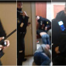 Ne kartą linksniuotas pareigūnas – vėl akiratyje: paviešintas šokiruojantis sulaikymo vaizdo įrašas