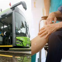 Kaunietis: troleibuse mamai lūžo koja, bet vairuotojas ją pasodino ir vaitojančią vežė toliau