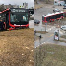 Šilainiuose miesto autobusas nuvertė stulpą: paaiškėjo, kad sušlubavo vairuotojo sveikata