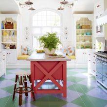 Koralų spalva interjere: kodėl verta palepinti namus šios atspalvio detalėmis?