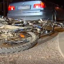 Šiauliuose dviratininkas rėžėsi į BMW, prireikė medikų pagalbos