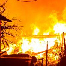 Ramučiuose atvira liepsna degė namas