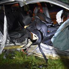 Tragiška avarija Klaipėdoje: mergina nesuvaldė BMW ir rėžėsi į medį, žuvo keleivis