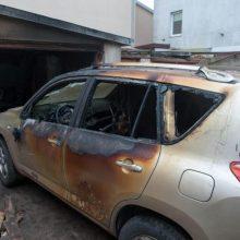 Kelmės rajone įtariamasis padegė namą ir automobilį