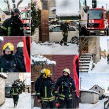 Kaune – gaisrų bumas: ugniagesiai gesino liepsnojantį rūsį