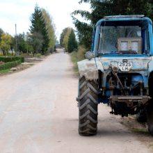 Alytaus rajone traktoriaus priekaba pervažiavo vairuotoją