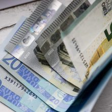 Nesutariama dėl algų: grynais ar į kortelę?