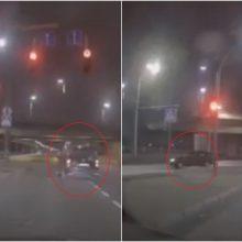 Šančiuose užfiksuotą vairuotoją gali nubausti ne tik dėl važiavimo per raudoną