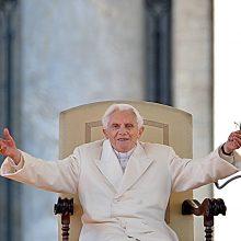 """Žiniasklaida: buvęs popiežius Benediktas XVI – """"labai silpnos"""" sveikatos"""