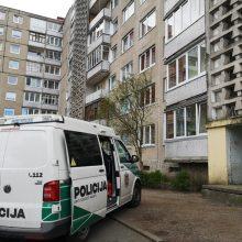 Kraupu: sostinės bute rasti 32-ejų ir 53-ejų metų žmonių lavonai be smurto žymių