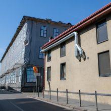 Kaimynystė: šalia pastato yra buvusi žydų ligoninė, truputį toliau – Kauno pilis.