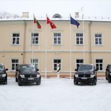 Dėl ministerijos biurokratų visureigiai iki šaulių keliavo keturis mėnesius