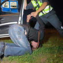 Sulaikomas girtas kupiškietis spardė ir apdraskė policininkus