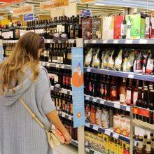 Siūlymas leisti vartoti silpną alkoholį nuo aštuoniolikos metų gali riboti konkurenciją