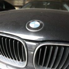 Avariją sukėlęs BMW vairuotojas iš įvykio vietos pabėgo, bet buvo rastas namuose