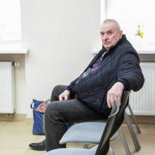 Pogrindinio kalėjimo Eigulių daugiabutyje šeimininkas pats įkalintas jame naktimis