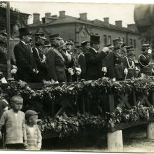 Pasitikėjimas: prezidentą Antaną Smetoną kelionėse po Lietuvą lydėdavo ir K.Skučas <span style=color:red;>(stovi į dešinę nuo prezidento)</span>.